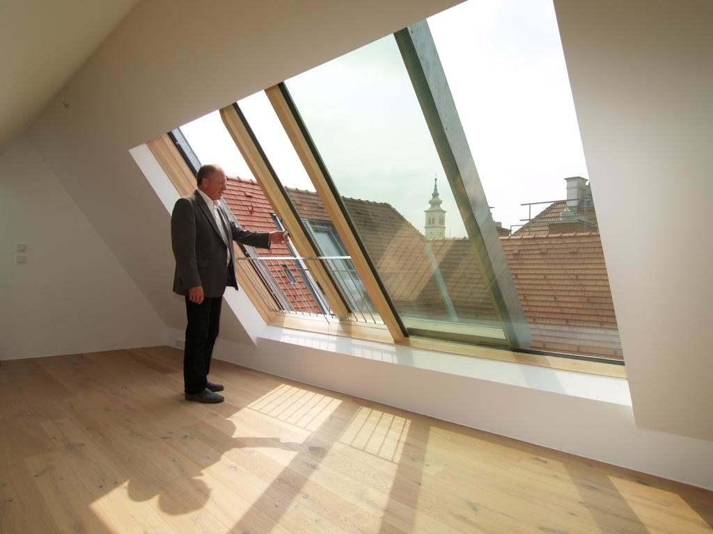 Posuvné střešní okno Solara PERSPEKTIV v centru Vídně