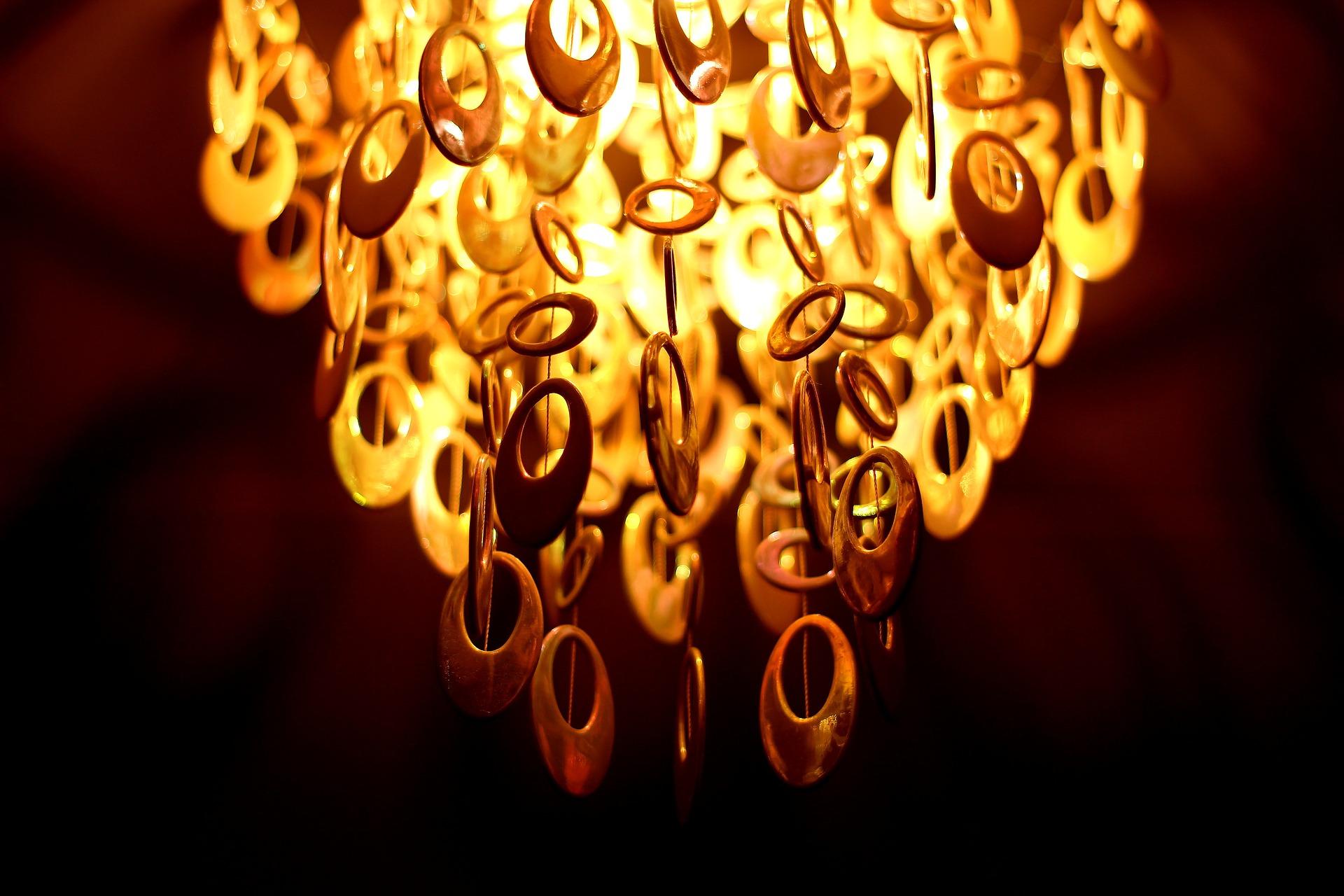 chandelier-743239_1920